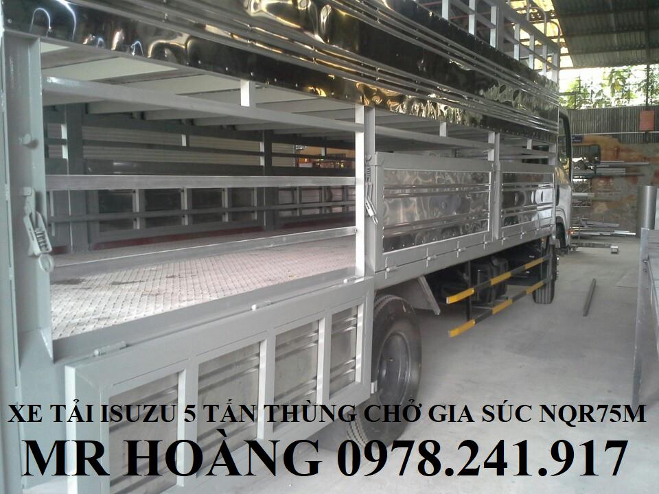 xe tải isuzu 5 tấn nqr75m thùng chở gia súc