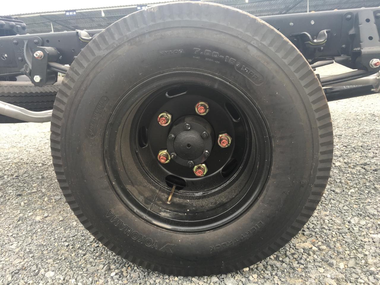 xe tải isuzu 1,9 tấn qkr55h lốp xe