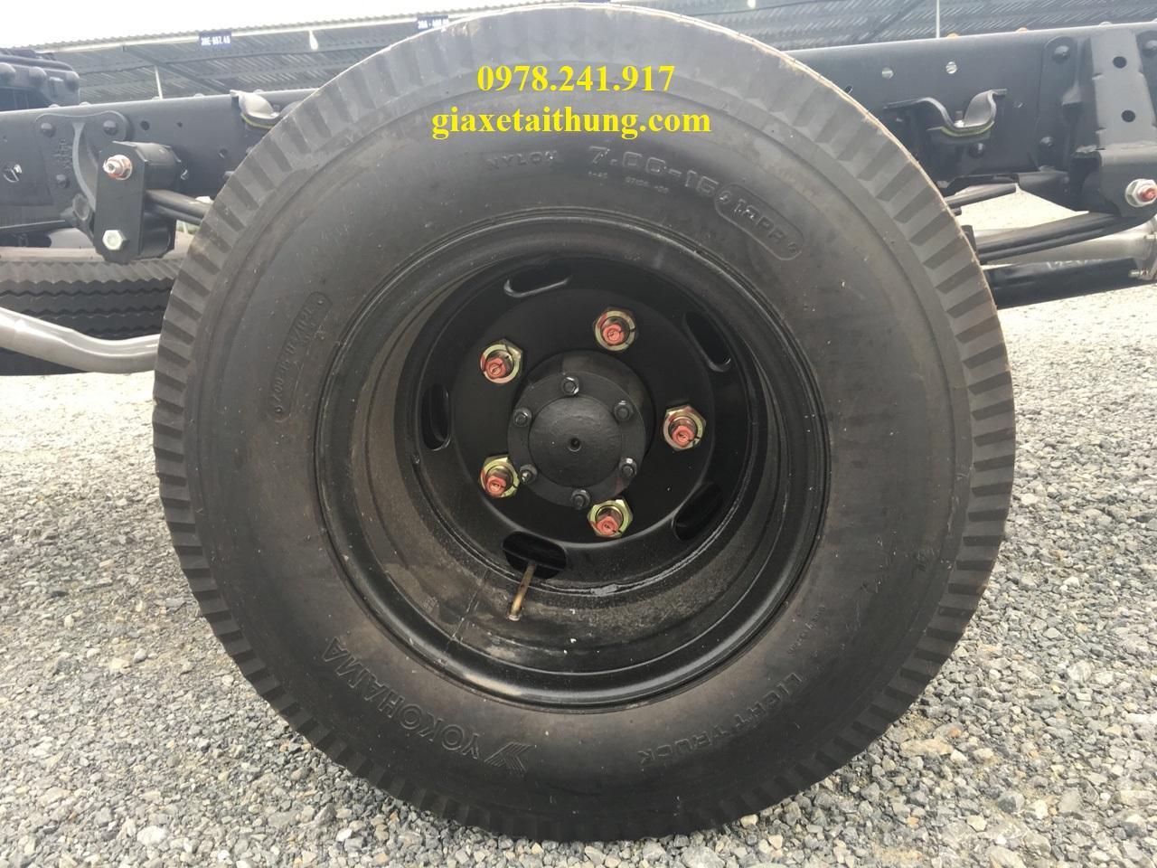xe tải isuzu 1,1 tấn qkr77fe4, lốp xe