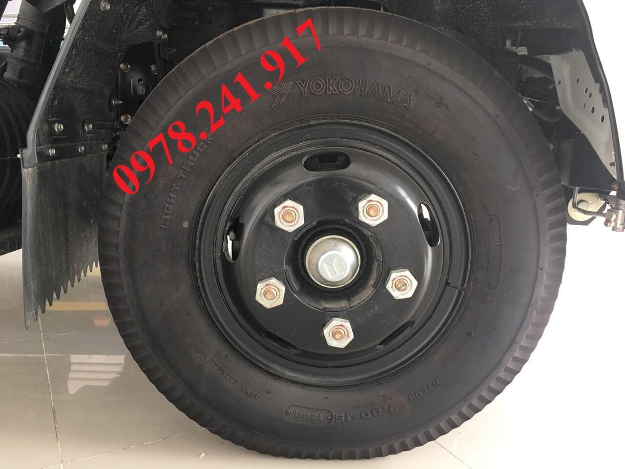xe tải isuzu 2.9 tấn qkr77he4 lốp
