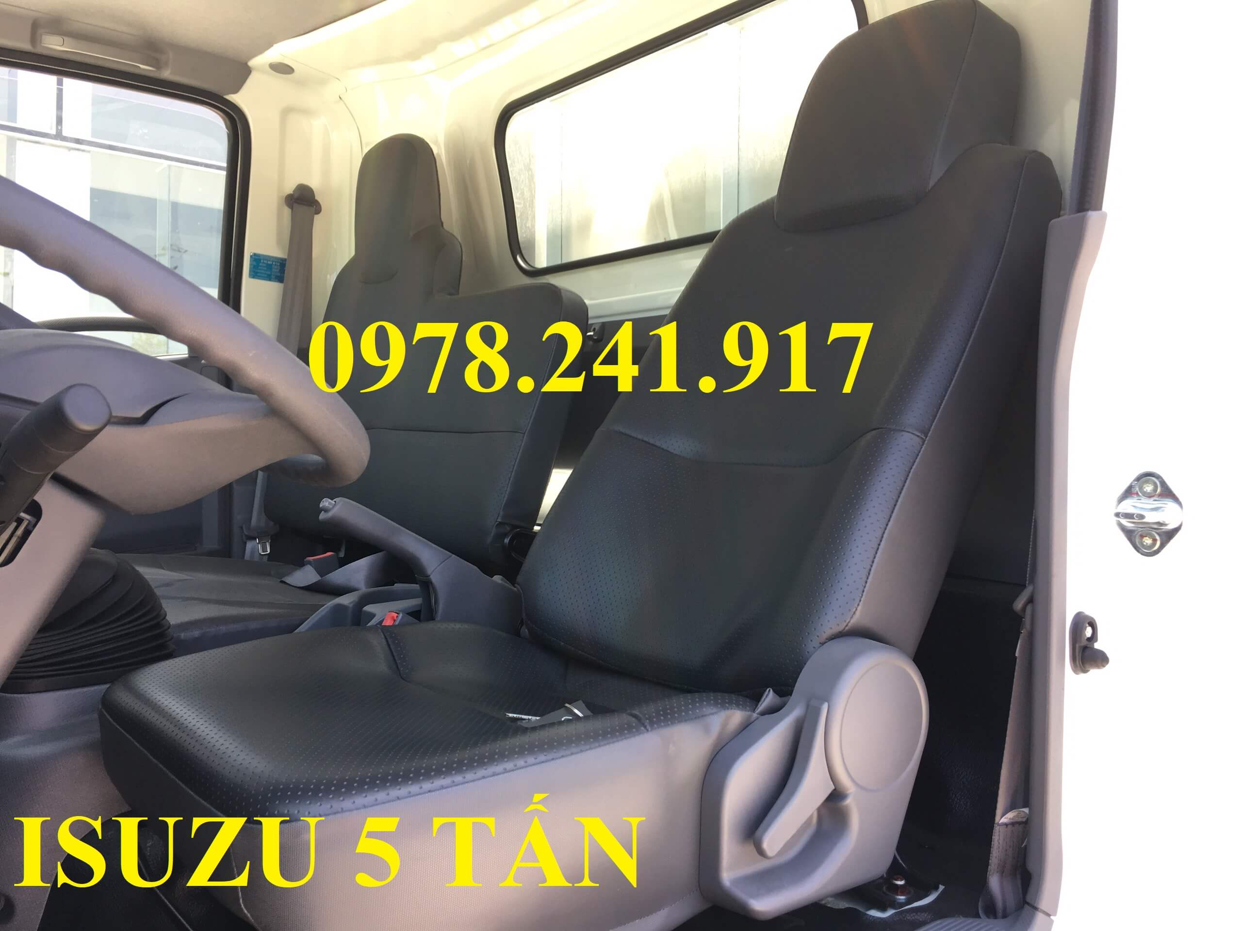 xe tải isuzu NQR75M ghế lái