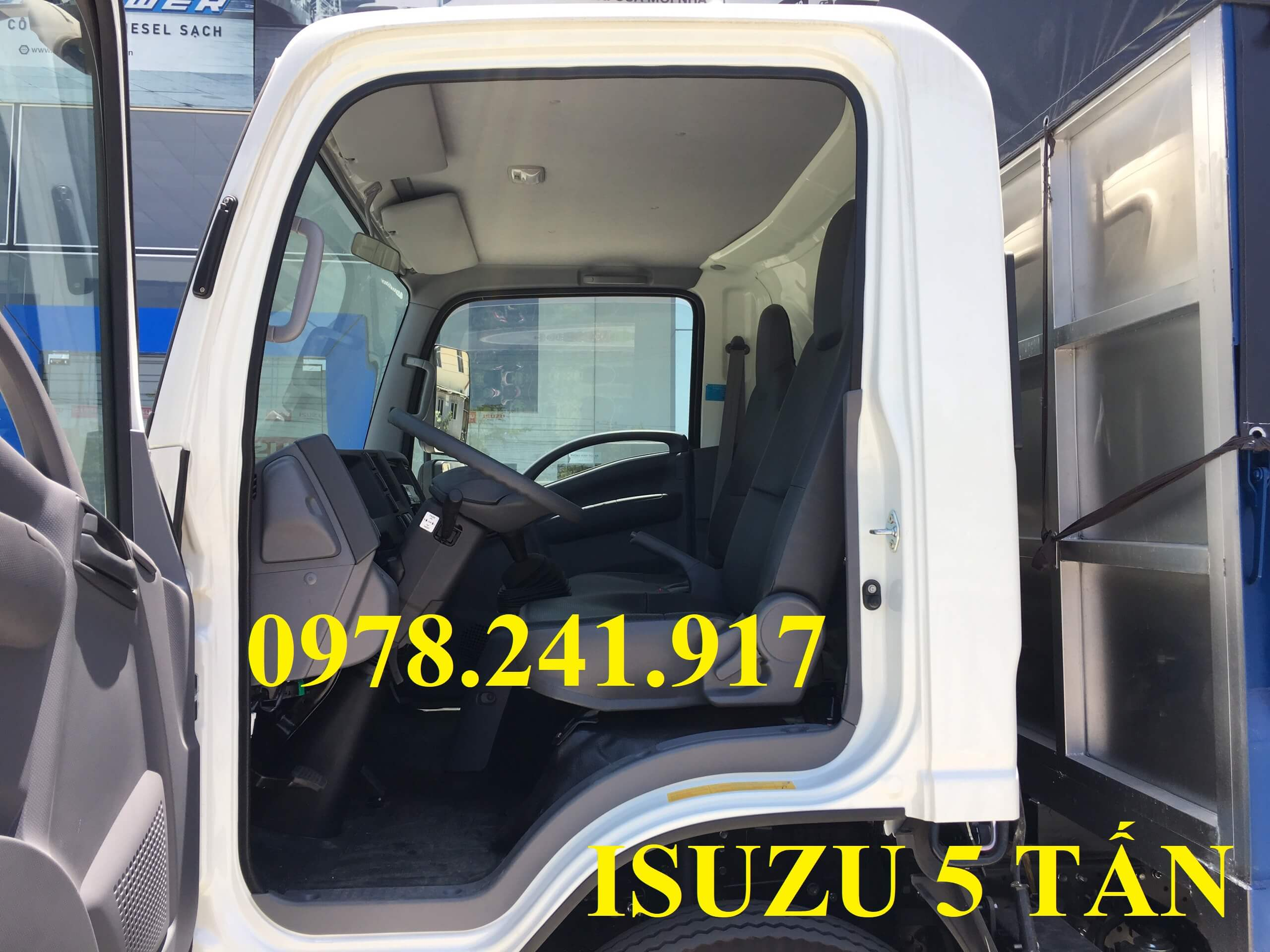 xe tải isuzu NQR75M nội thất cabin